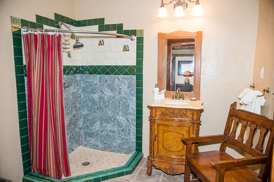 The Black Bear Suite Bathroom.